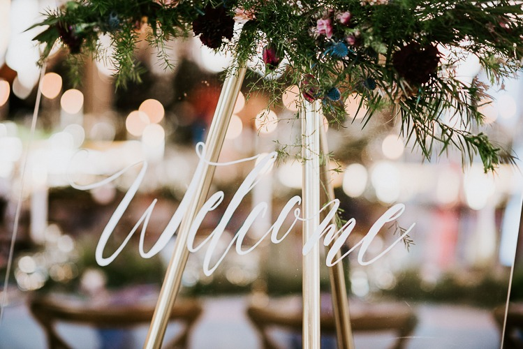 DIY Wedding - Plexiglass Welcome Sign
