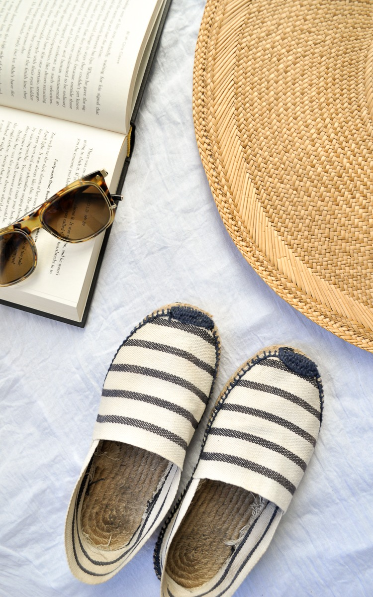 Cleaning your espadrilles in 3 easy steps.