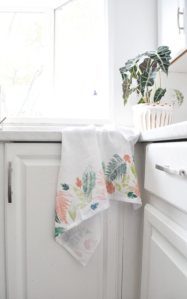 DIY leaf printed tea towel part of the Vancouver Fall Home Show 2018 Workshops