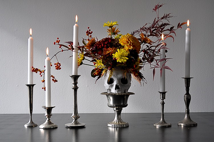 DIY floral skull for a spooky Halloween centrepiece.