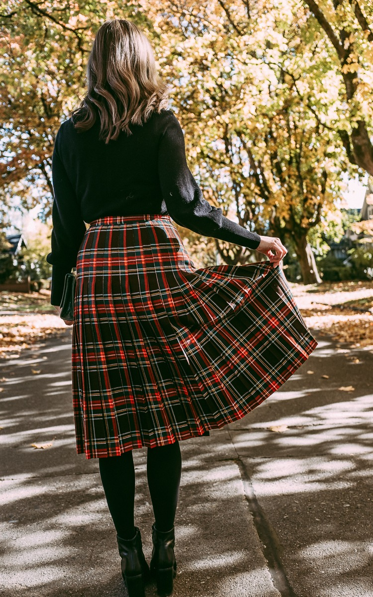 Pleated plaid skirt for fall