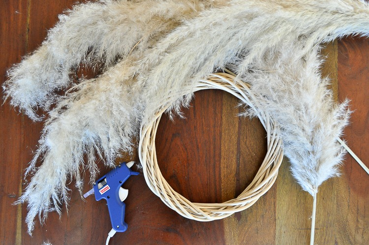 DIY Pampas Grass Wreath