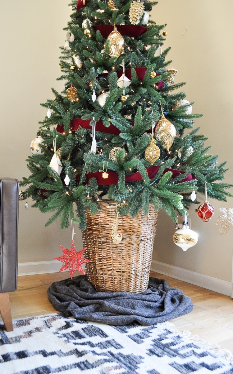 Easy and affordable DIY Christmas tree stand