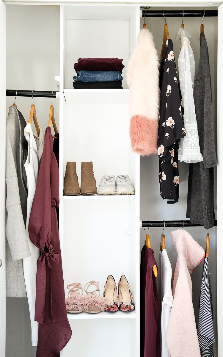 A closet prepared for a wekeend getaway